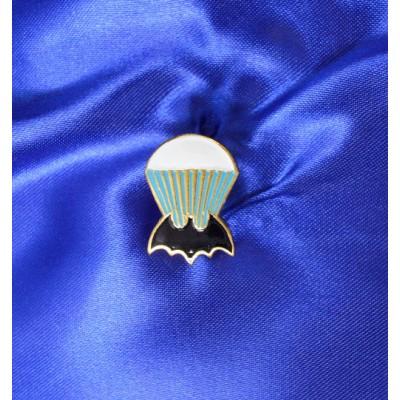 Нагрудный знак летучая мышка с парашютом (большой)