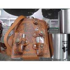 Фляга в кожаном чехле со стаканами сувенирная в ассортименте